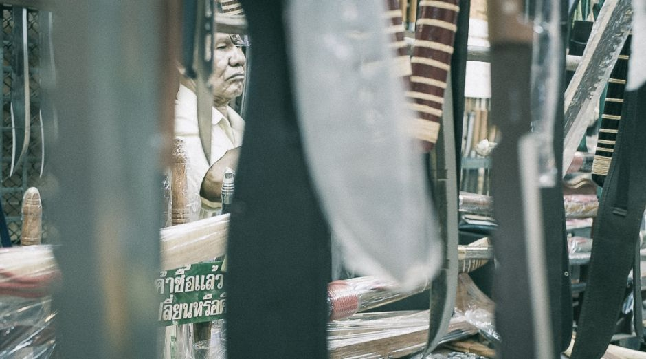 Chatuchak Weekend Market in Bangkok - Messerstand Foto